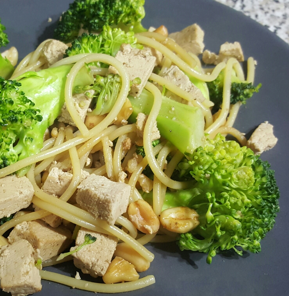 Tofu marine brocolis nouilles