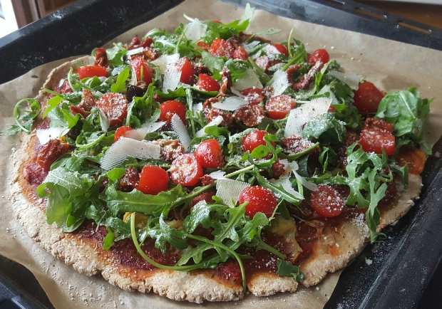 Pizza allegee tomates sechees parmesan roquette.jpg