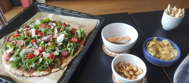 Pizza healthy tomates cerises parmesan roquette