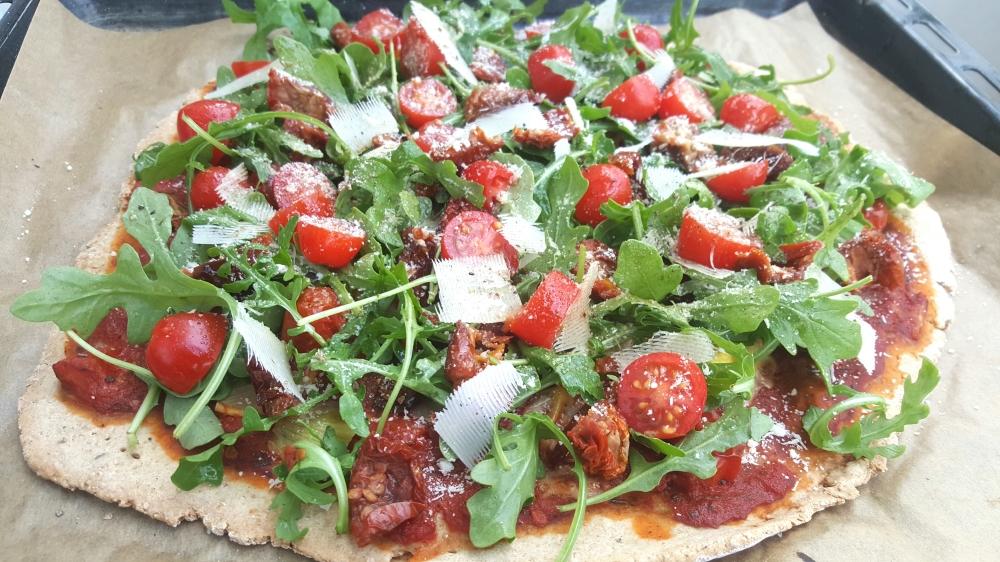Pizza light roquette tomates sechees parmesan.jpg