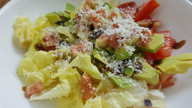 Salade avocat figue tomate